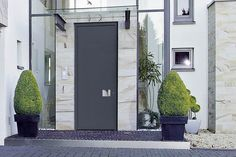 Hochdämmende Aluminium-Carbon-Tür. Foto: Hörmann