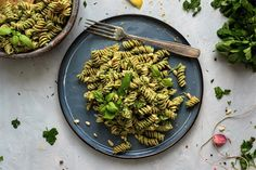 Top 5 unserer leckersten Low Carb Pasta Rezepte - Pasta Blog - Pastazeit Low Carb Pasta, Pesto, Vegan, Pasta Salad, Risotto, Ethnic Recipes, Food, Egg White Recipes, Stuffed Noodles