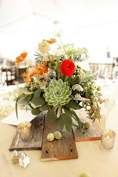 :::wooden boards, succulents & ranunculas make for great centerpieces!
