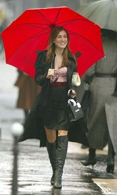 Carrie Bradshaw Wearing A Betsey Johnson Bustier And Balenciaga Skirt In Paris, Season 6