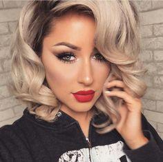 Short blonde curly hair and red lips Short Blonde Curly Hair, Curly Hair Styles, Trendy Hairstyles, Wedding Hairstyles, Hair Highlights, Hair Dos, Hair Inspiration, Hair Makeup, Hair Color