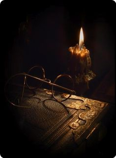 book and candle… Old Books, Vintage Books, Candle Lanterns, Glass Candle, I Love Books, Christmas Carol, Wicca, Magick, Witchcraft