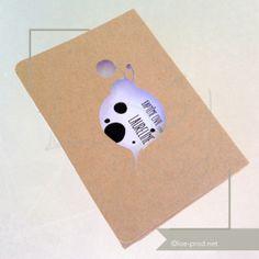 Baptême de Laureline. Invitation fermée faite d'une carte coupée dans du cartamia brun avec un motif coccinelle qui permet de lire le titre.