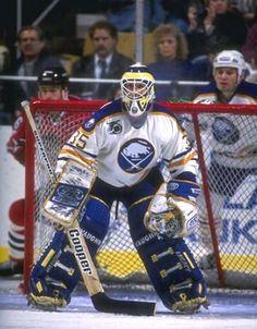 Buffalo Sabres Draper, Tom - Recherche Google Buffalo Hockey, Buffalo Sabres, Hockey Goalie, Ice Hockey, Goalie Mask, Boston Bruins, Old Men, Nhl, Captain America