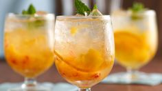 Put peach and orange slices in glass topped with vanilla simple syrup and vodka – a wonderful drink that's ready in just 10 minutes.