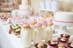 #donutbar #donut #weddingcake #candybar #sweettable Süße Sweet Table Inspiration in rosa und weiß | Hochzeitsblog - The Little Wedding Corner
