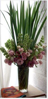 arreglo floral Altar Flowers, Church Flowers, Wedding Flowers, Large Flower Arrangements, Flower Centerpieces, Flower Decorations, Ikebana, Fresh Flowers, Beautiful Flowers