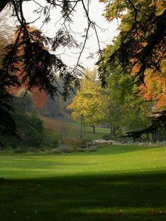Le parc Montsouris dans le 14e, #Paris Un parc à l'anglaise de 15 hectares achevé en 1878 et réalisé réalisé sous les ordres du Baron Haussmann lors des grands travaux de Paris.