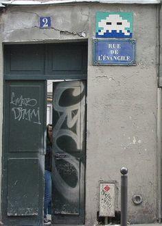 Un Space Invader dans la rue de l'Evangile (Paris 18ème)
