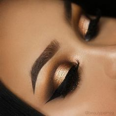 Stunning eye makeup in bronze