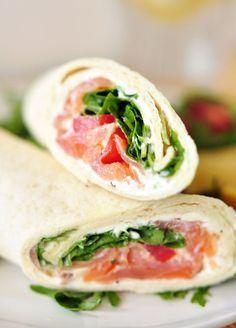 Lust auf ein unkompliziertes, schnelles und leichtes Mittagessen? Dann solltet ihr diese Lachswraps mit Rucola und Frischkäse unbedingt ausprobieren!