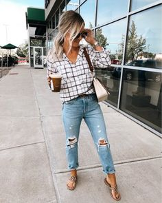 35 Simple Creative Fall Outfits Ideas With Jeans ; Source by outfits for moms Casual Fall Outfits, Mom Outfits, Spring Outfits, Cute Outfits, Fashion Outfits, Casual Lunch Outfit, Winter Outfits, Jean Outfits, Fashion Styles