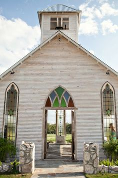 Click through to see more images of a beautiful handmade wedding that took place at this open-air chapel in Texas. | Photo by J. Violet Photography