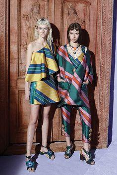 Fashion Images, Love Fashion, Vintage Fashion, Fashion Looks, Womens Fashion, Fashion Design, Thailand Fashion, Japan Fashion, Fashion Typography