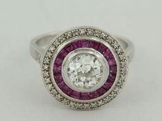 Anello in oro bianco in stile Art Deco con diamanti a taglio ottagonale e…