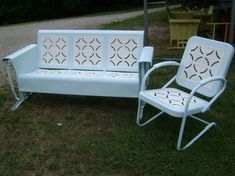Vintage Metal Glider Piecrust -- I am looking for this glider. I have the chairs.