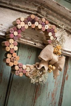 Wine Craft, Wine Cork Crafts, Wine Bottle Crafts, Wooden Crafts, Wine Cork Wreath, Wine Cork Art, Wine Cork Letters, Wine Cork Projects, Wood Projects