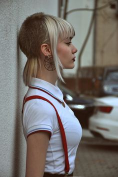 Always loved a feather cut. And she has made it look so feminine 😙😙😙😙😙😙 Fille Skinhead, Chica Skinhead, Skinhead Girl, Skinhead Fashion, Punk Fashion, Skinhead Style, Green Hair, Blue Hair, Skin Girl