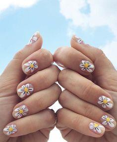 Daisy nail art.
