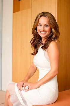 Giada-de-laurentiis-v2-mobile-wallpaper