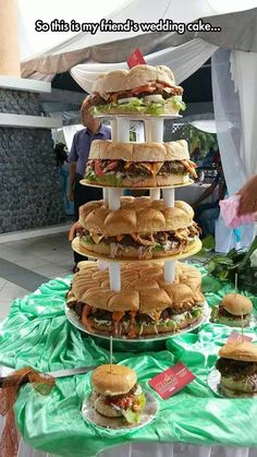 Oh my gosh, I want this.. I think I'll have a fake wedding just to have a cake made out of hamburgers.