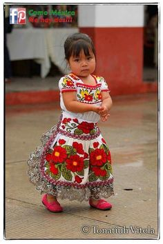 Michoacan Mexico~pretty little baby girl! Precious Children, Beautiful Children, Beautiful People, Mexican Art, Mexican Style, We Are The World, People Around The World, Ansel Adams, Mexican Costume