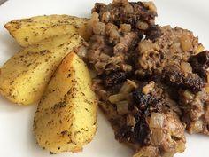 Kuchcik gotuje: Wołowina pieczona z suszonymi pomidorami i cebulą