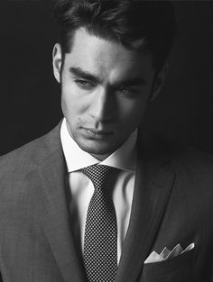 The white shirt - Telling the men from the boys – Parisian Gentleman Windsor Knot, Cutaway Collar, Bespoke Tailoring, Black And White Style, Suit And Tie, Gentleman Style, Collar Dress, Parisian Style, Male Models
