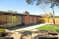 There are Eichlers in Oakland? Yes.