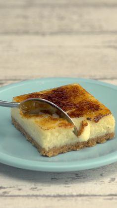 Fun Baking Recipes, Sweet Recipes, Dessert Recipes, Creme Brulee Cheesecake Bars, Cheesecake Recipes, Bon Dessert, Dessert Bars, Delicious Desserts, Yummy Food