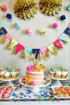 Preciosa combinacion de colores para candy bar! El oro le da un toque muy elegante