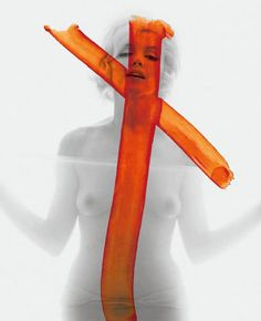 'Crucifix 2 (1962)' , una de las imágenes tachadas y descartadas de la última sesión de fotos de Marilyn Monroe, realizada por Bert Stern. / BERT STERN/TASCHEN
