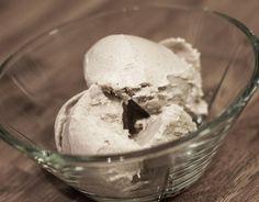 Hjemmelaget iskrem med vanilje og cashew - http://sunndessert.no/hjemmelaget-iskrem-med-vanilje-og-cashew/