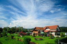 8 pensiuni de poveste din Romania - Blogul HotelGuru.ro Cabin, Mansions, House Styles, Blog, Home Decor, Park, Decoration Home, Manor Houses, Room Decor