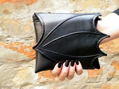 http://sosuperawesome.com/post/151102059200/make-up-bags-purses-utility-belts-messenger