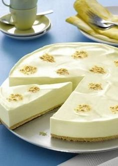 Philadelphia®-Torte - Sweets for your soul - Kuchen Rezepte No Bake Desserts, Delicious Desserts, Dessert Recipes, Easy Desserts, Torte Recipe, Easy Cookie Recipes, Lemon Recipes, Pie Recipes, Food Cakes