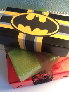 Superhero gift wrapping Creative Gift Wrapping, Present Wrapping, Creative Gifts, Wrapping Ideas, Batman Gifts, Superhero Gifts, Present Christmas, Christmas Wrapping, Superhero Party Decorations