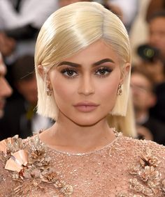 The Best Beauty Moments from the 2017 Met Gala - Makeup for Blondes - Kylie Jenner Met Gala, Kylie Jenner Short Hair, Kylie Jenner Eyebrows, Maquillage Kylie Jenner, Kylie Jenner Makeup Look, Kylie Jenner Hairstyles, Estilo Kylie Jenner, Estilo Kardashian, Kylie Jenner 2017