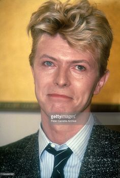 Singer David Bowie attends a press conference where it was announced that Pepsi Cola will sponsor his upcoming US tour on March 1987 in New York City. (Photo by Peter Carrette Archive/Getty Images) David Bowie Art, David Bowie Ziggy, David Bowie Eyes, David Bowie Wallpaper, The Thin White Duke, Davy Jones, Ziggy Stardust, Dance Pictures, Twiggy