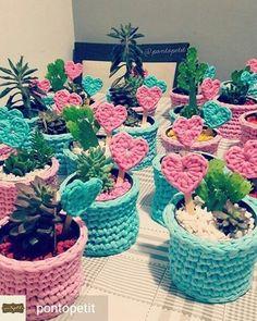 """358 curtidas, 10 comentários - Décor Fios de Malha (@decor.fios) no Instagram: """"Vai fazer uma festa e não sabe como começar a pensar na decoração ?? A artesã Camila @pontopetit…"""""""