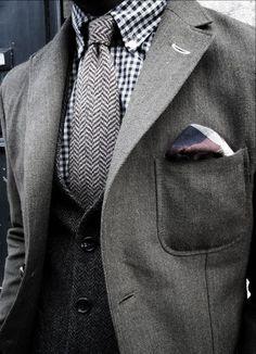 Bolso Chapado - No século XX,  bolso grande e quadrado,  costurado à parte externa de  casacos, paletós e vestidos. Também conhecido como bolso sobrecosido.
