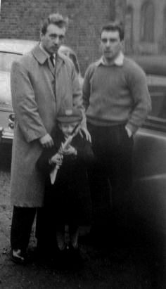Charlie his son Gary and Reg (poor Gary was to sadly pass away in his with cancer) The Krays, East End London, Identical Twins, Twin Brothers, Rare Photos, Crime, Two By Two, Nostalgia, Vintage