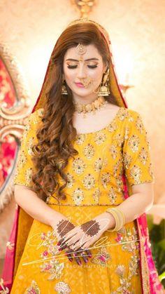 Pakistani Bridal Makeup, Bridal Mehndi Dresses, Pakistani Wedding Outfits, Pakistani Dresses, Indian Bridal, Pakistani Wedding Hairstyles, Mehndi Hairstyles, Pakistani Mehndi, Bridal Sarees