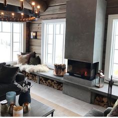 Det er vanligvis fantastisk utsikt her men idag ser vi bare hvitt ______ Log Home Interior, House Design, Scandinavian Cottage, Rustic House, House Interior, Home, Interior, Fireplace Bookshelves, Cottage Interiors
