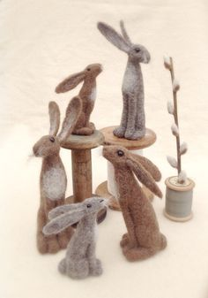 Felting Inspiration – Easter Hares – Felting How adorable are these needle felted hares for Easter time. These felted hares are little works of art. I can not find the original artist but would love to give them credit so please comment if yo… Needle Felted Animals, Felt Animals, Felt Crafts, Fabric Crafts, Felt Tree, Needle Felting Tutorials, Felt Mouse, Diy Valentine, Felt Ornaments