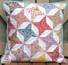 Big Stitch Quilting + HST Pillow Top Tutorial @ Sew Mama Sew by Corey from Little Miss Shabby, love the hand quilting Mini Quilts, Small Quilts, Baby Quilts, Patchwork Cushion, Quilted Pillow, Quilting Tutorials, Quilting Projects, Liberty Quilt, Liberty Fabric