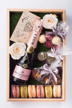 Valentine's Day Travel Packages, From the Caribbean to Taipei A posh picnic hamper in your private garden awaits in Taipei.A posh picnic hamper in your private garden awaits in Taipei. Valentine's Day Hotel, Homemade Gifts, Diy Gifts, Diy Gift Box, Food Gifts, Valentine Day Gifts, Holiday Gifts, Valentines Day Package, Valentines Day Baskets