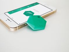 Best New Kickstarter Technology and Design Projects – Design Milk XY helps you find misplaced everyday items, like your keys, phone, wallet, purse etc. Clever Gadgets, New Gadgets, Amazing Gadgets, Coolest Gadgets, Wearable Technology, Technology Gadgets, Technology Gifts, Futuristic Technology, Wearable Device