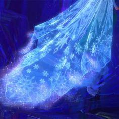 Disney Frozen Elsa's Ice Train Frozen And Tangled, Elsa Frozen, Disney Frozen, Frozen Dress, Queen Elsa, Ice Queen, Snow Queen, Disney And Dreamworks, Disney Pixar