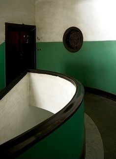 Stairwell as art. Interior Stairs, Interior Architecture, Interior And Exterior, Interior Design, Art Deco Buildings, Winter House, Stairways, Color Inspiration, Decoration